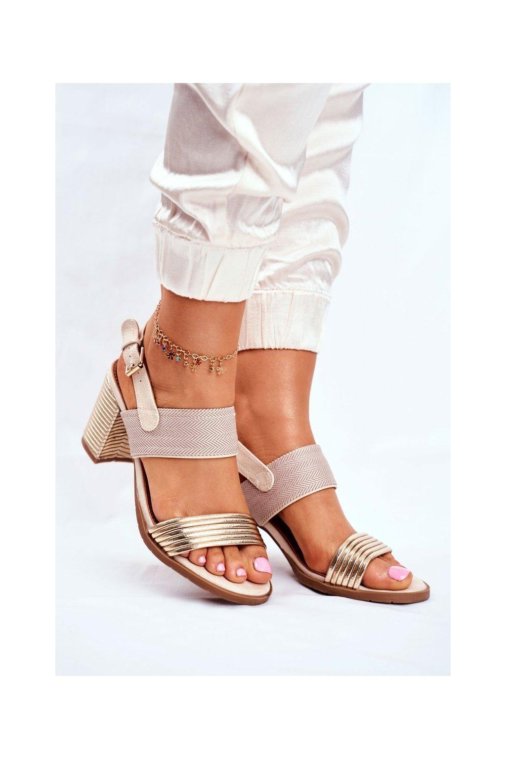 Dámske sandále na podpätku farba hnedá kód obuvi 20SD35-1825 BEIGE