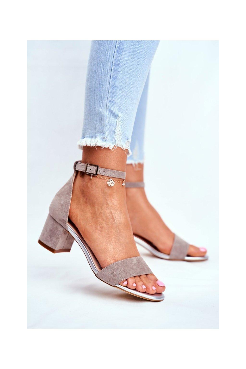 Dámske sandále na podpätku farba sivá kód obuvi SK839 GREY MIC