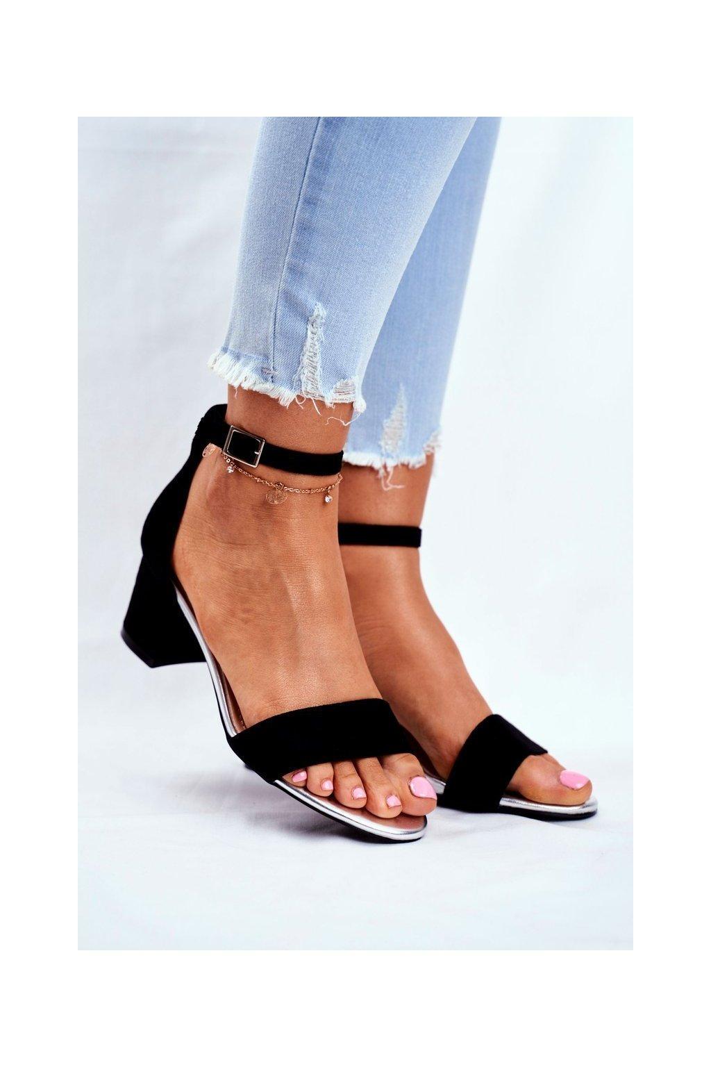 Dámske sandále na podpätku farba čierna kód obuvi SK839 BLK MIC/SILVER
