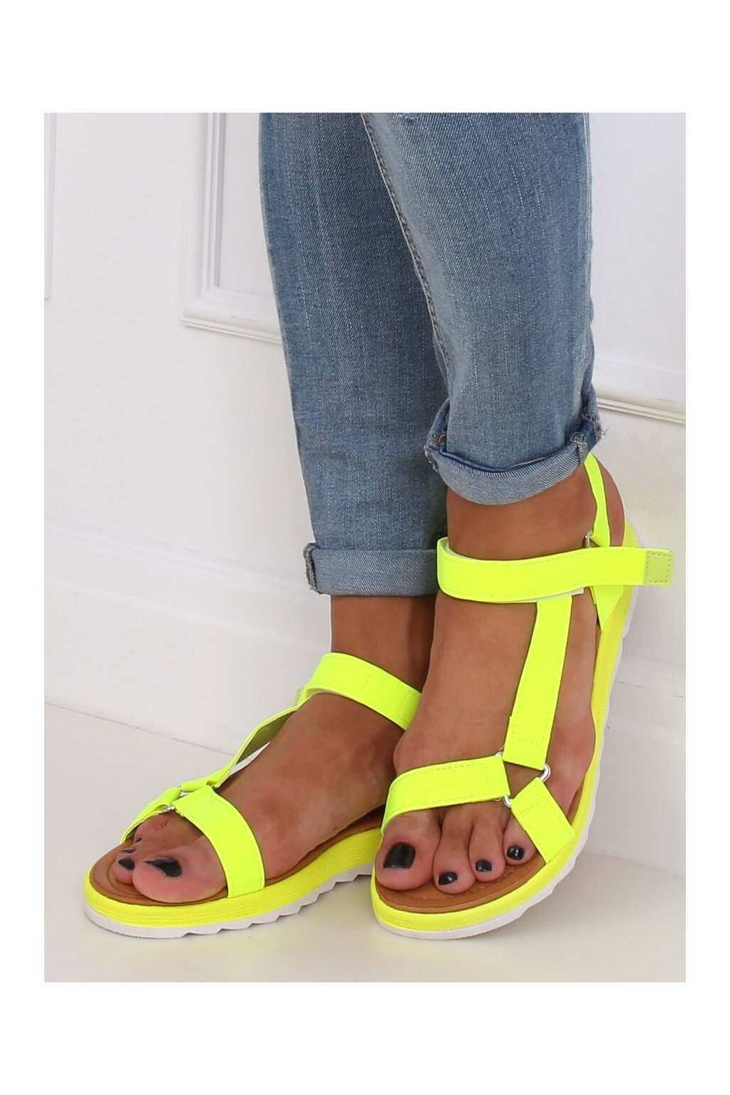 Dámske sandále s plochou podrážkou žlté na plochom podpätku WS9027