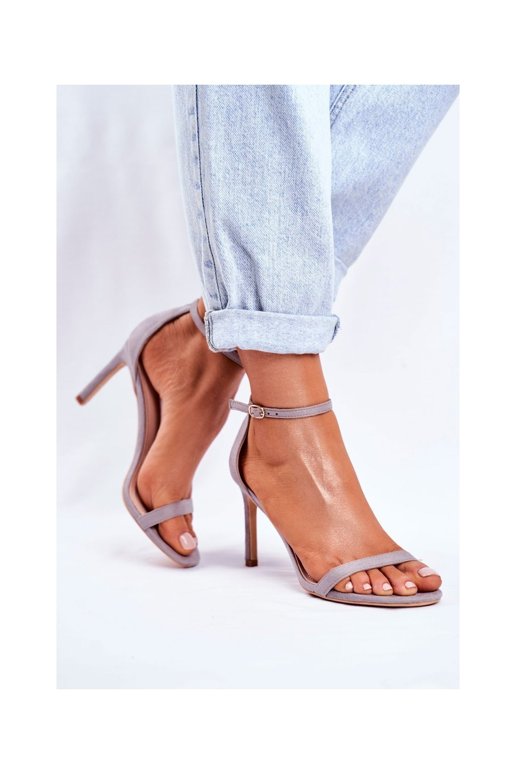 Dámske sandále na podpätku farba sivá kód obuvi NF31 GREY