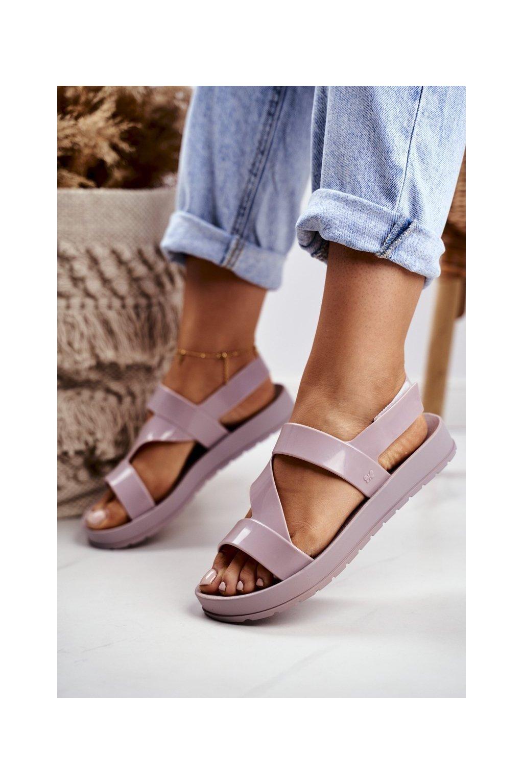 Dámske sandále s plochou podrážkou farba hnedá kód obuvi DD285066 BEIGE