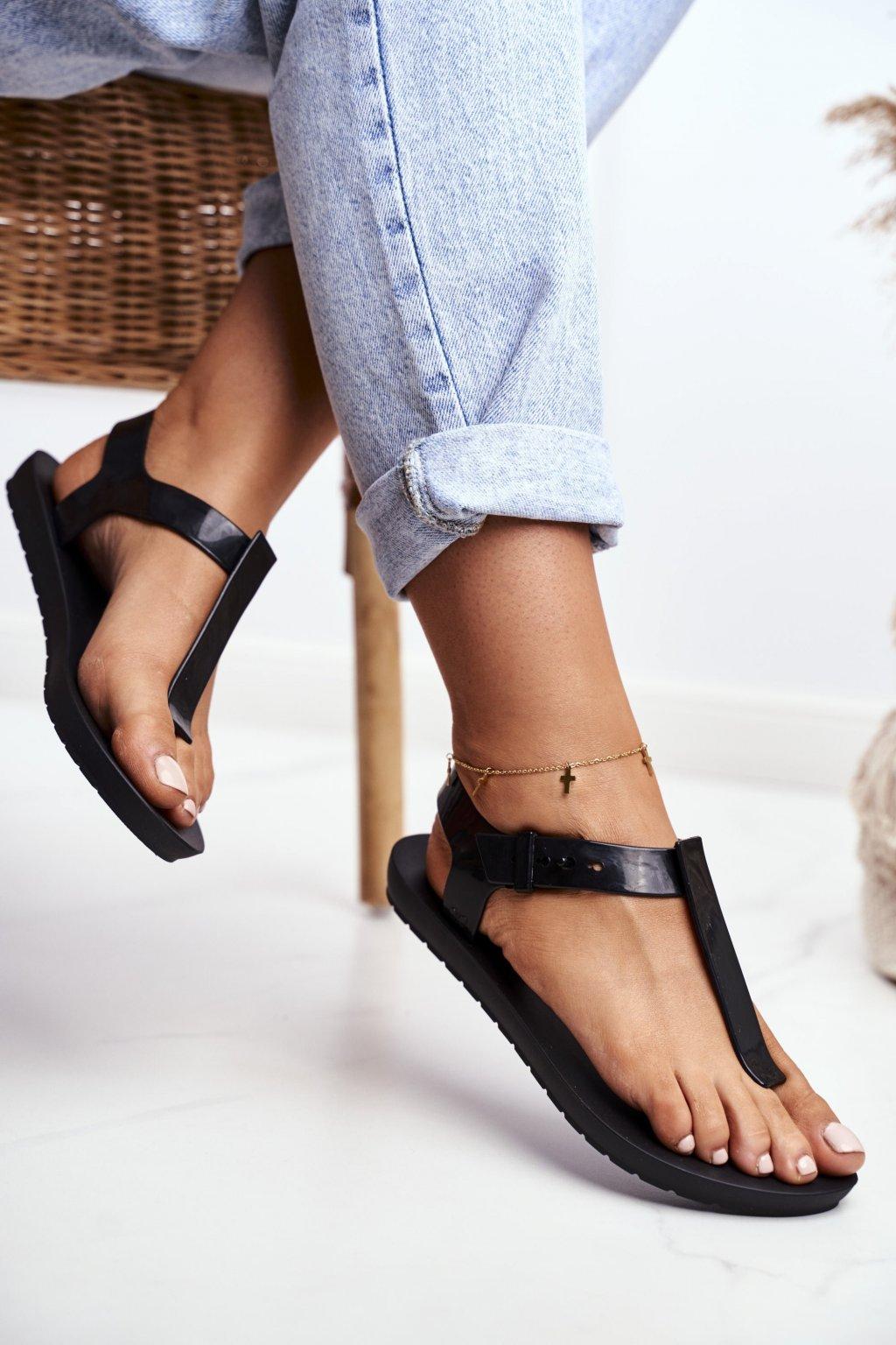 Dámske ploché sandále farba čierna kód obuvi DD285039 BLK