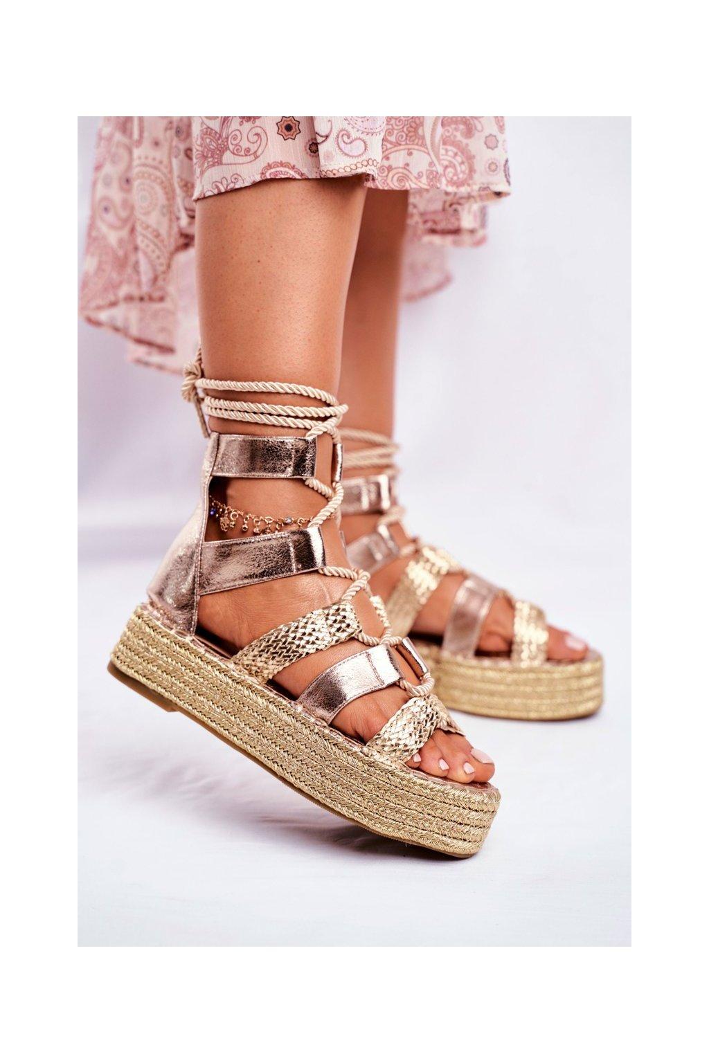 Dámske sandále na platforme farba žltá kód obuvi R127 GOLD