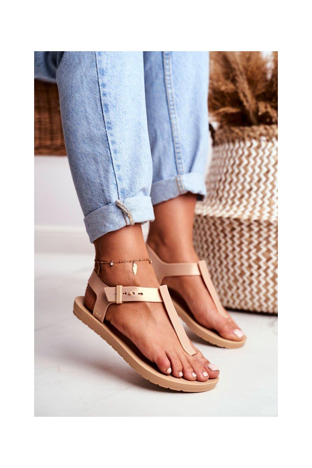 Dámske ploché sandále farba hnedá kód obuvi DD285040 BEIGE