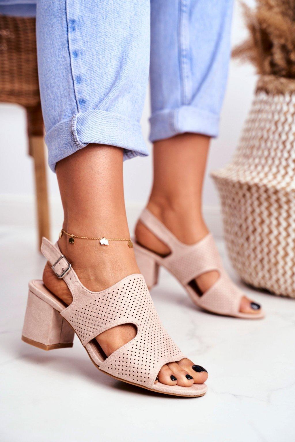 Dámske sandále na podpätku farba hnedá kód obuvi 1-122 BEIGE