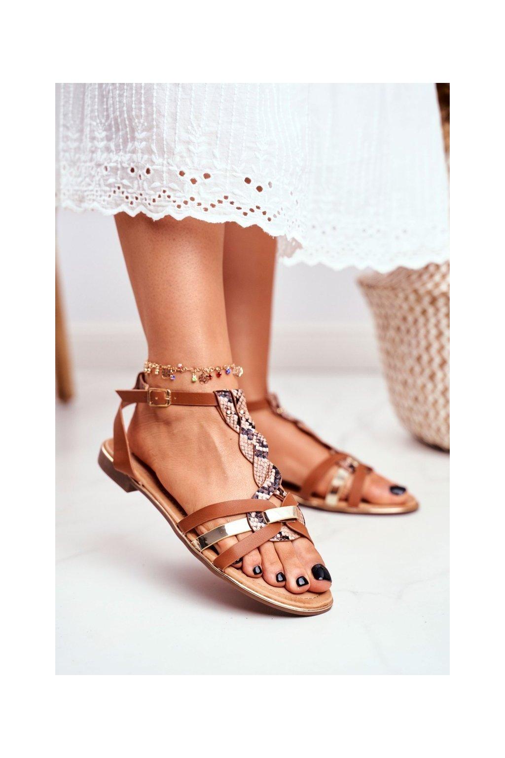Dámske sandále s plochou podrážkou farba hnedá kód obuvi JH128 SN.CAMEL