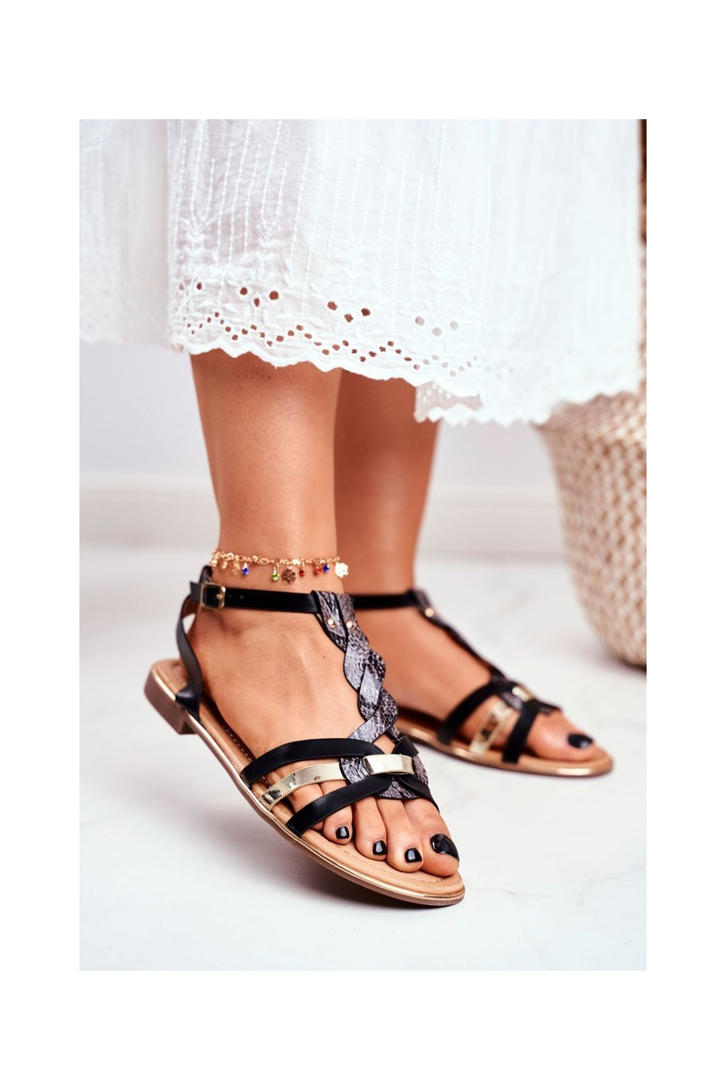 Dámske sandále s plochou podrážkou farba čierna kód obuvi JH128 BLACK