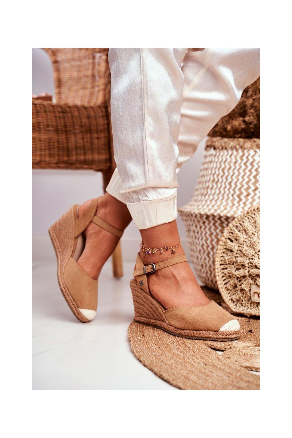Dámske sandále na platforme farba hnedá kód obuvi DD274A169 LT.BROW