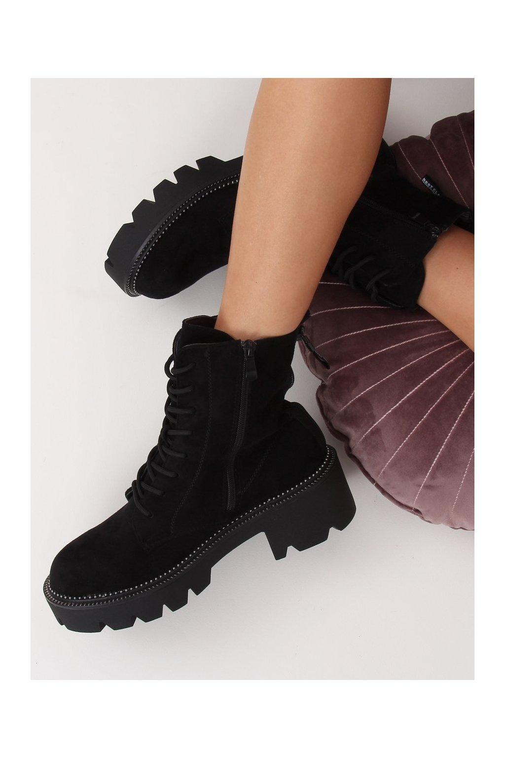 Dámske členkové topánky čierne na širokom podpätku UK13P