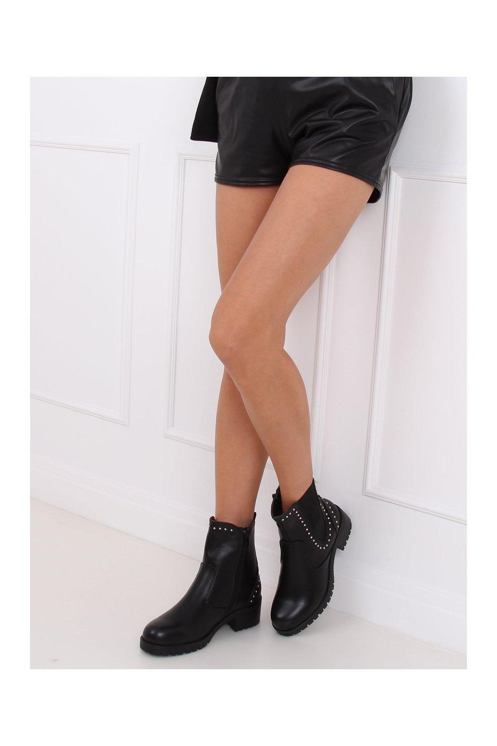 Dámske členkové topánky čierne na širokom podpätku UL309