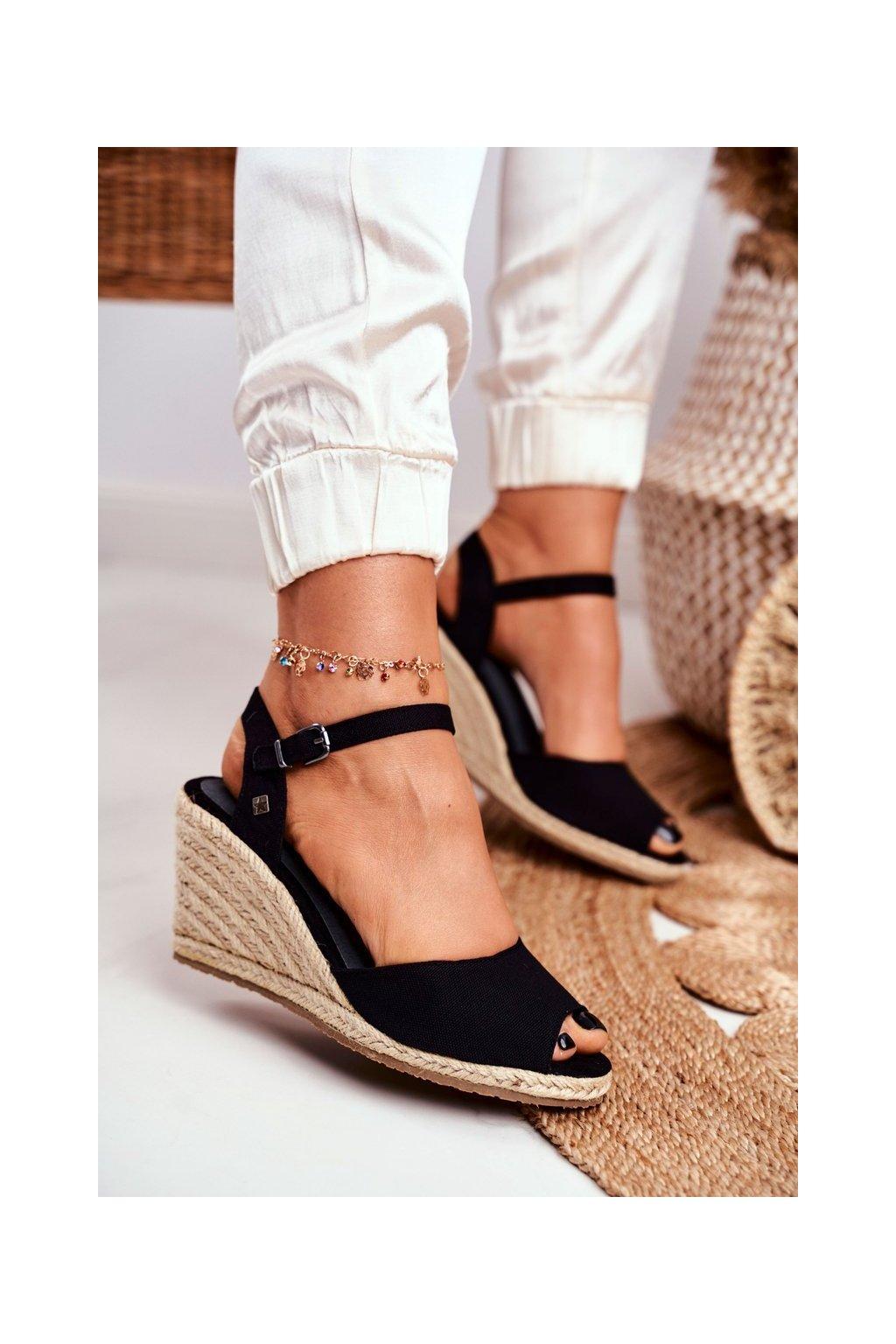 Dámske sandále na platforme farba čierna kód obuvi DD274A209 BLK