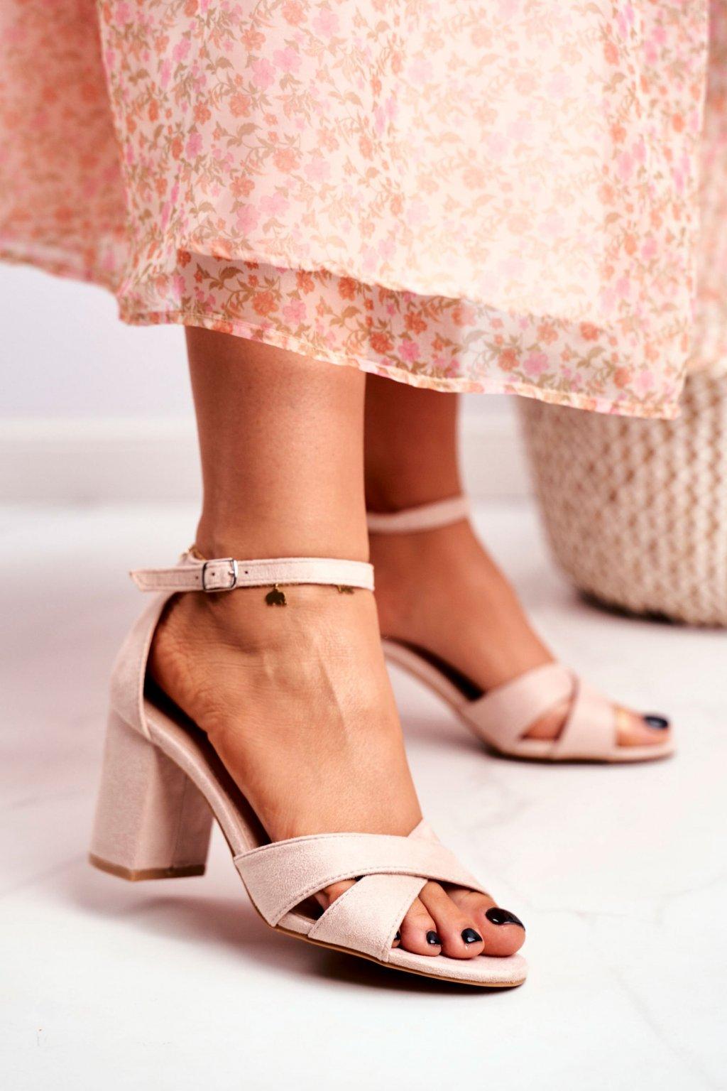 Dámske sandále na podpätku farba hnedá kód obuvi 1-124 BEIGE
