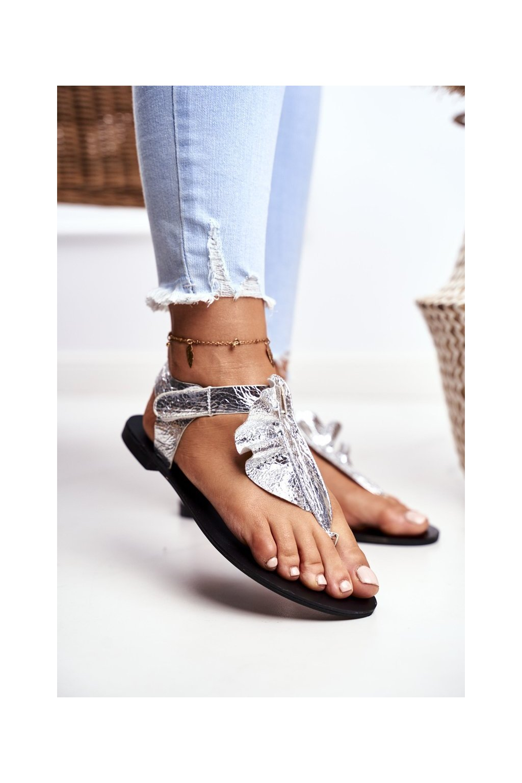 Dámske ploché sandále farba sivá kód obuvi 886-B1 SILVER