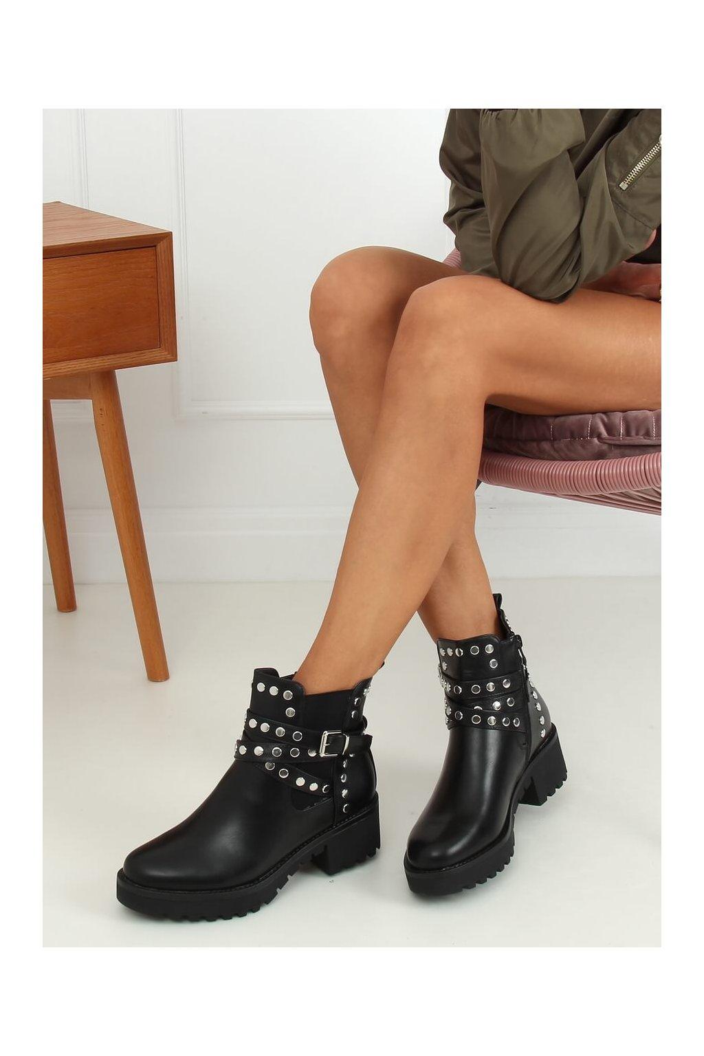 Dámske členkové topánky čierne na širokom podpätku NC1081