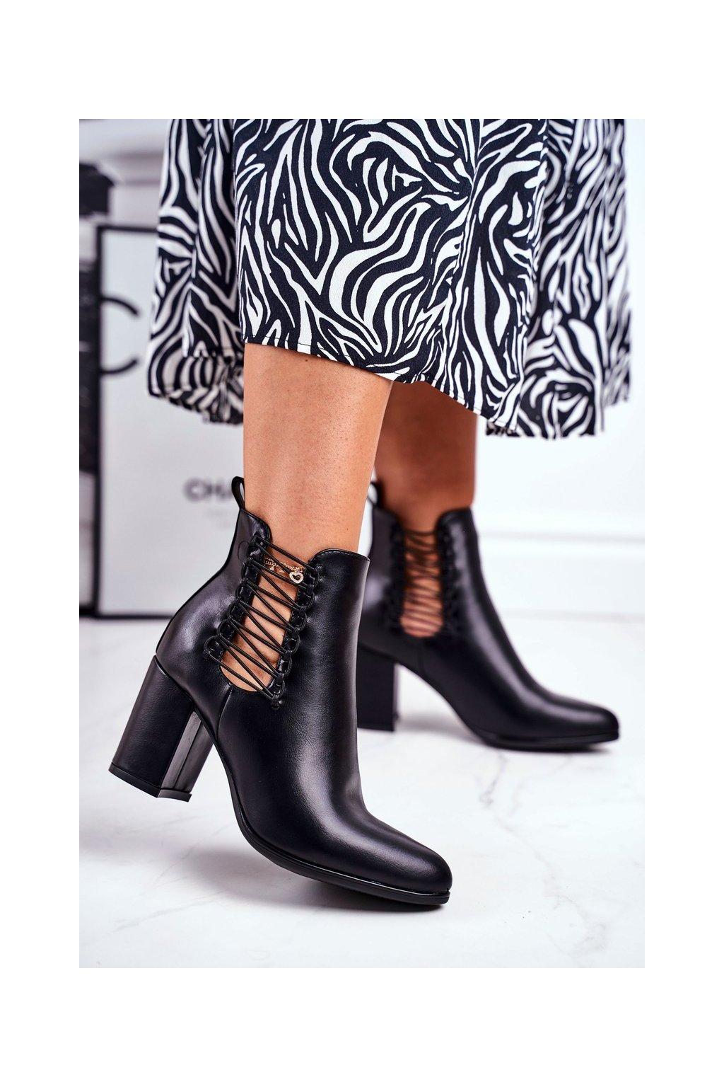 Členkové topánky na podpätku farba čierna kód obuvi 21-16152 BLK