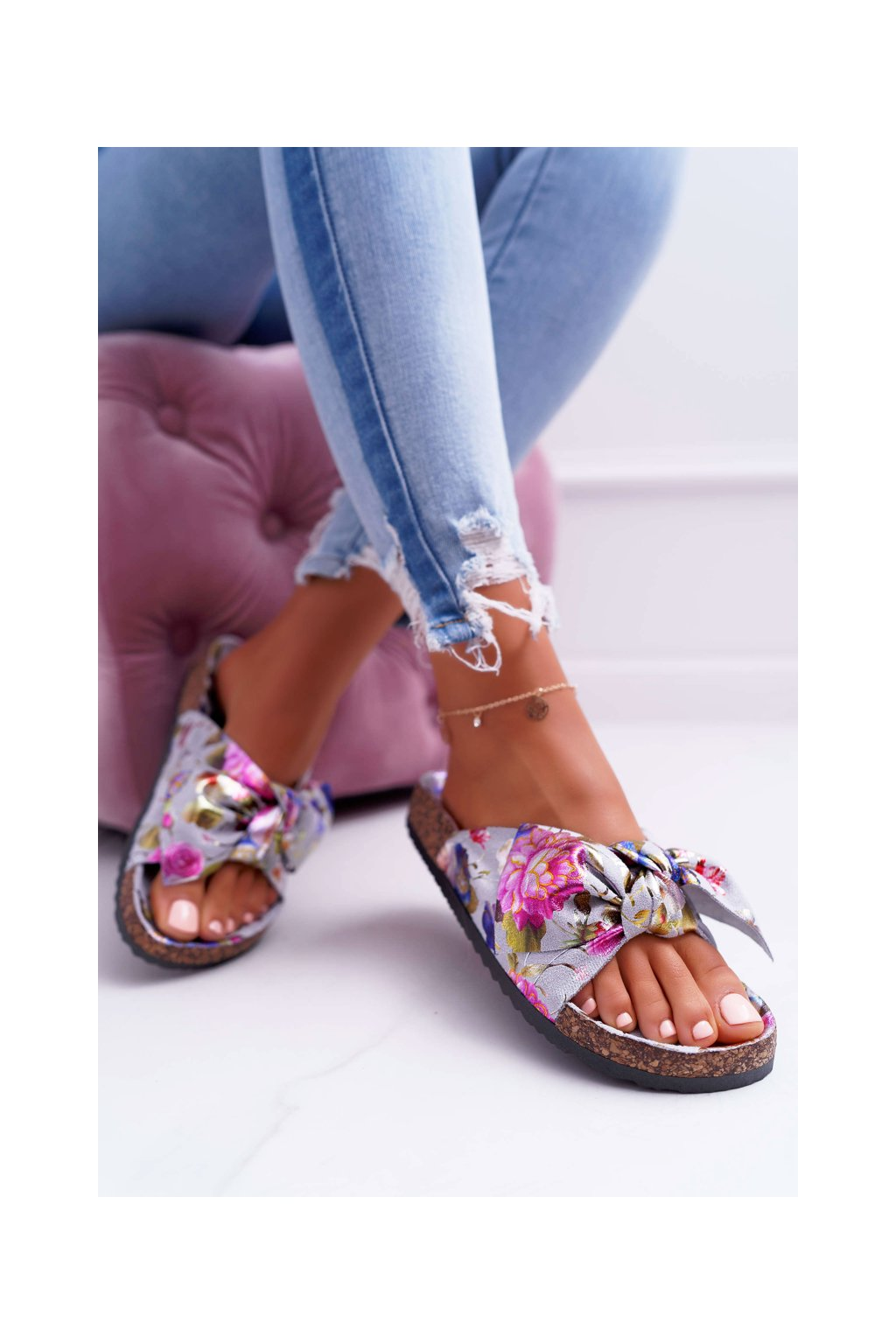 Dámske korkové papuče s mašľou a kvetinami sivé Wendy NJSK RS-6