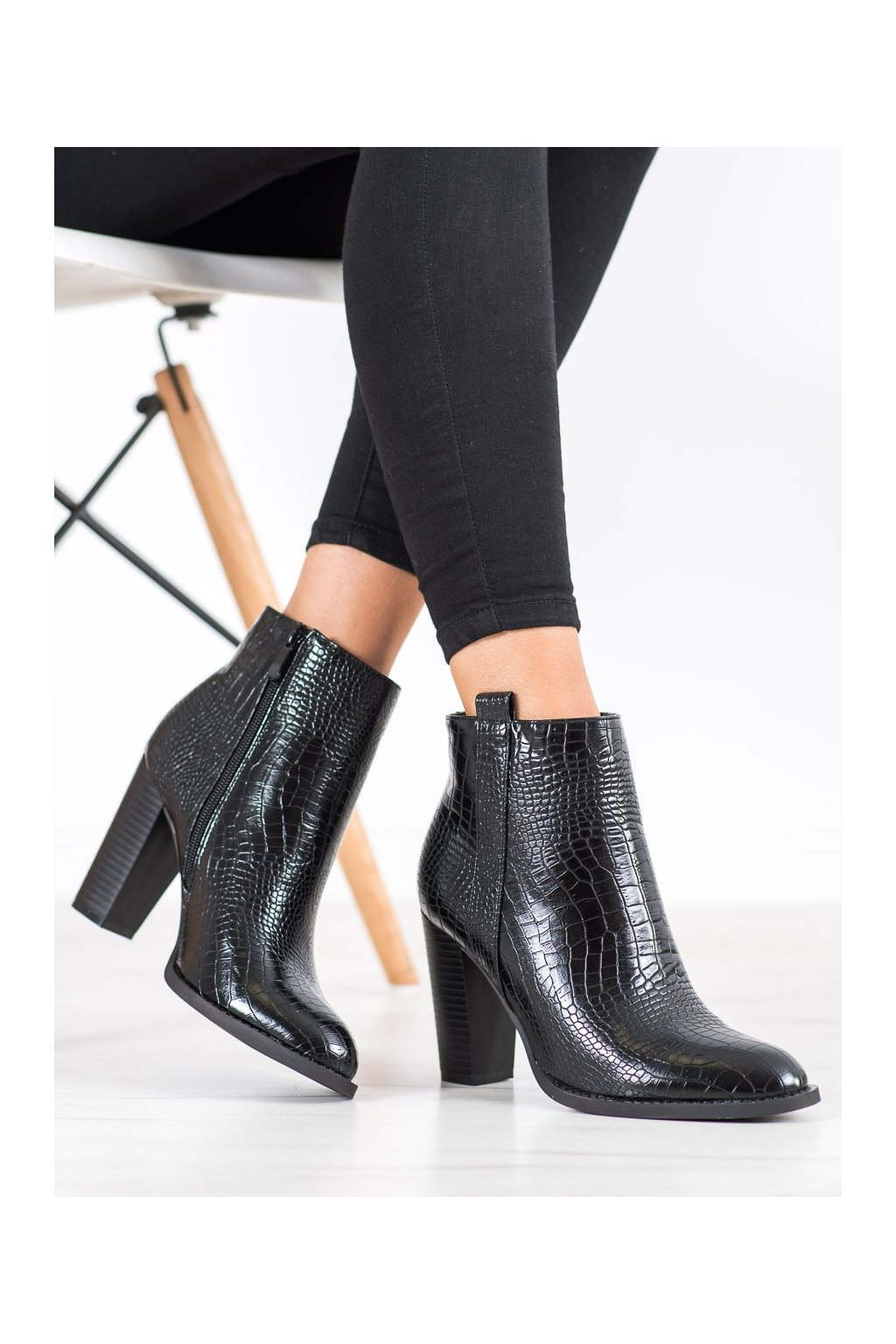 Čierne dámske topánky Seastar kod UK10B