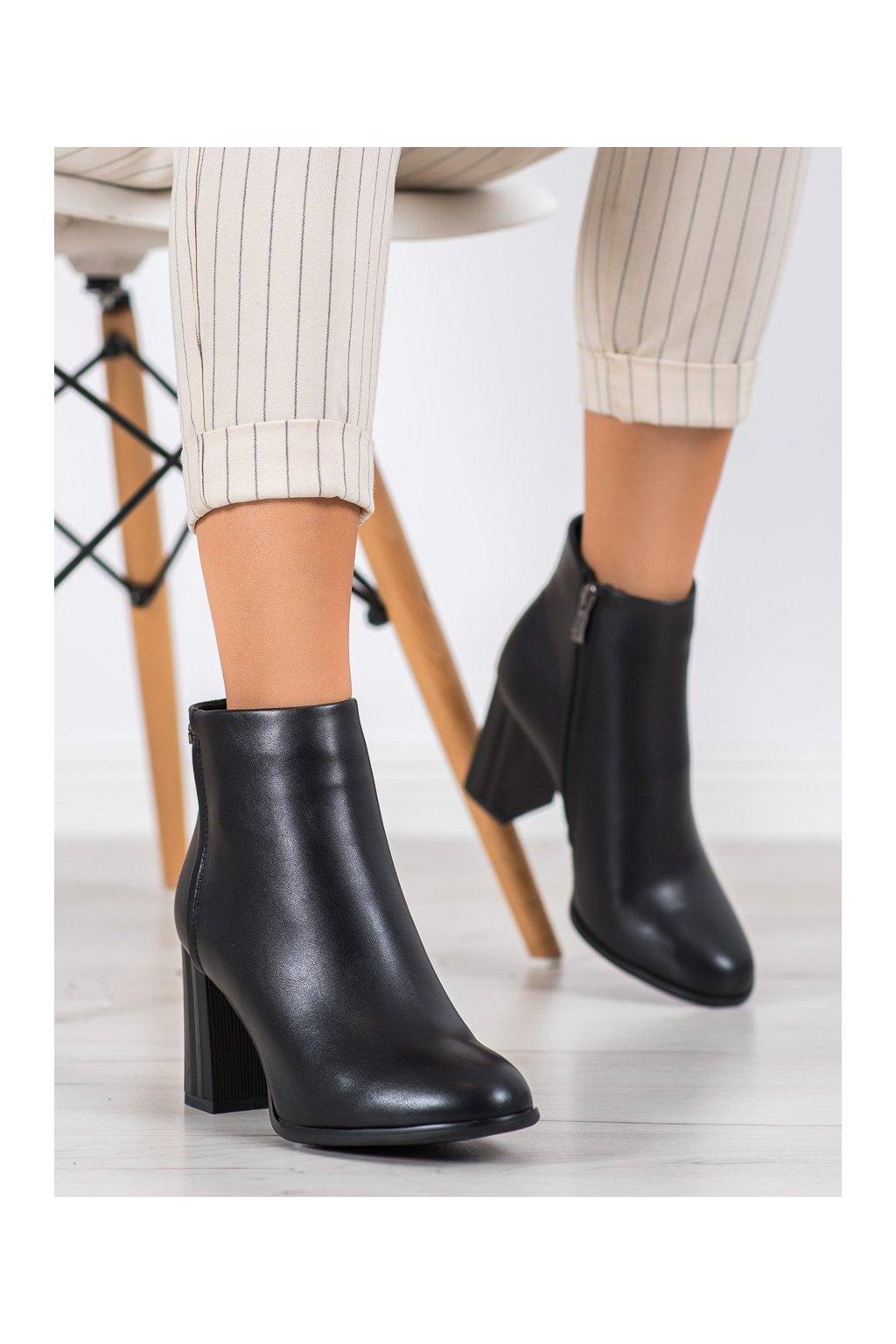 Čierne dámske topánky Filippo kod DBT1550/20B