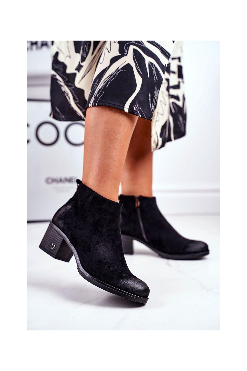 Členkové topánky na podpätku farba čierna kód obuvi 21-10549 BLK