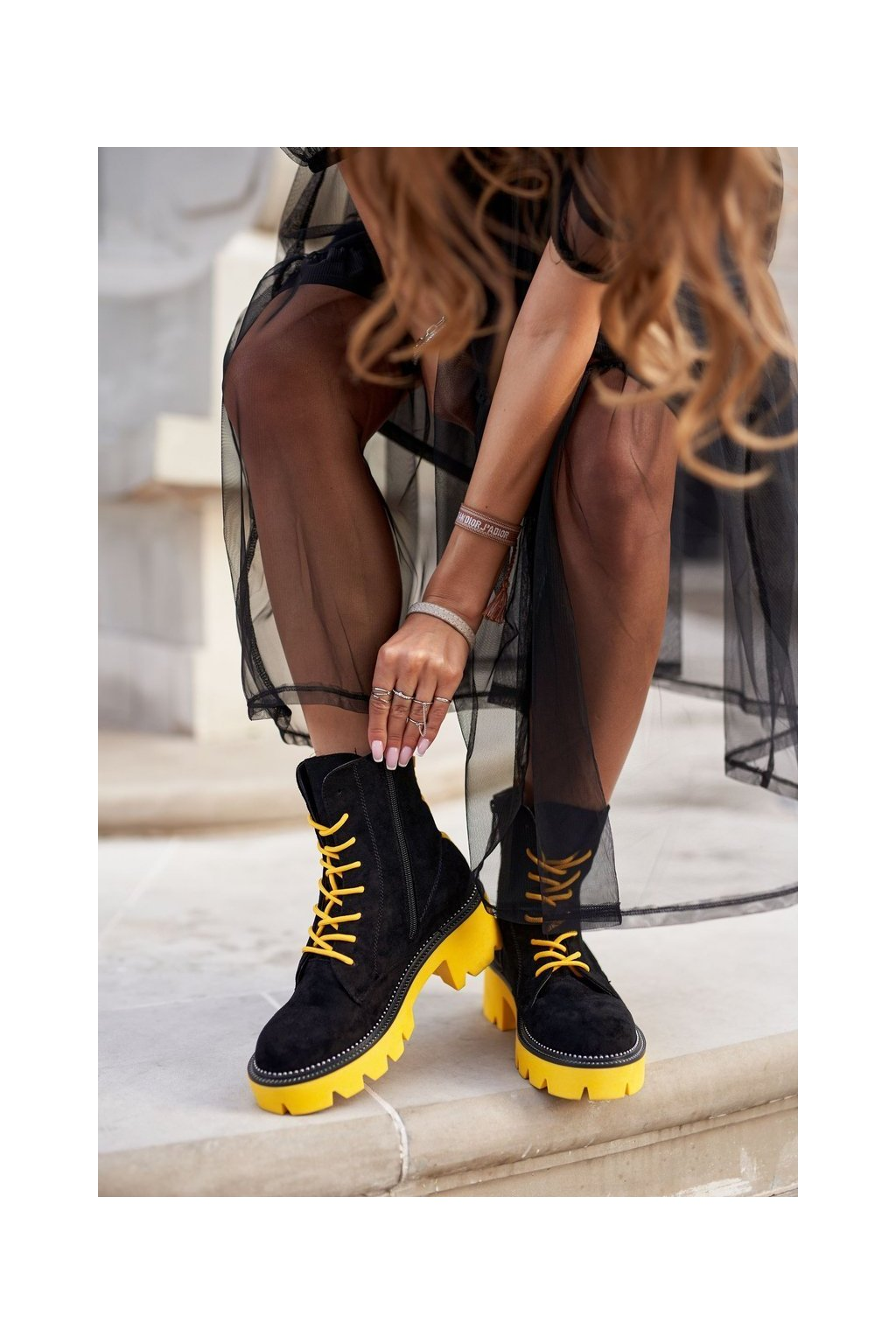 Členkové topánky na podpätku farba čierna kód obuvi UK13 BLK/YELLOW