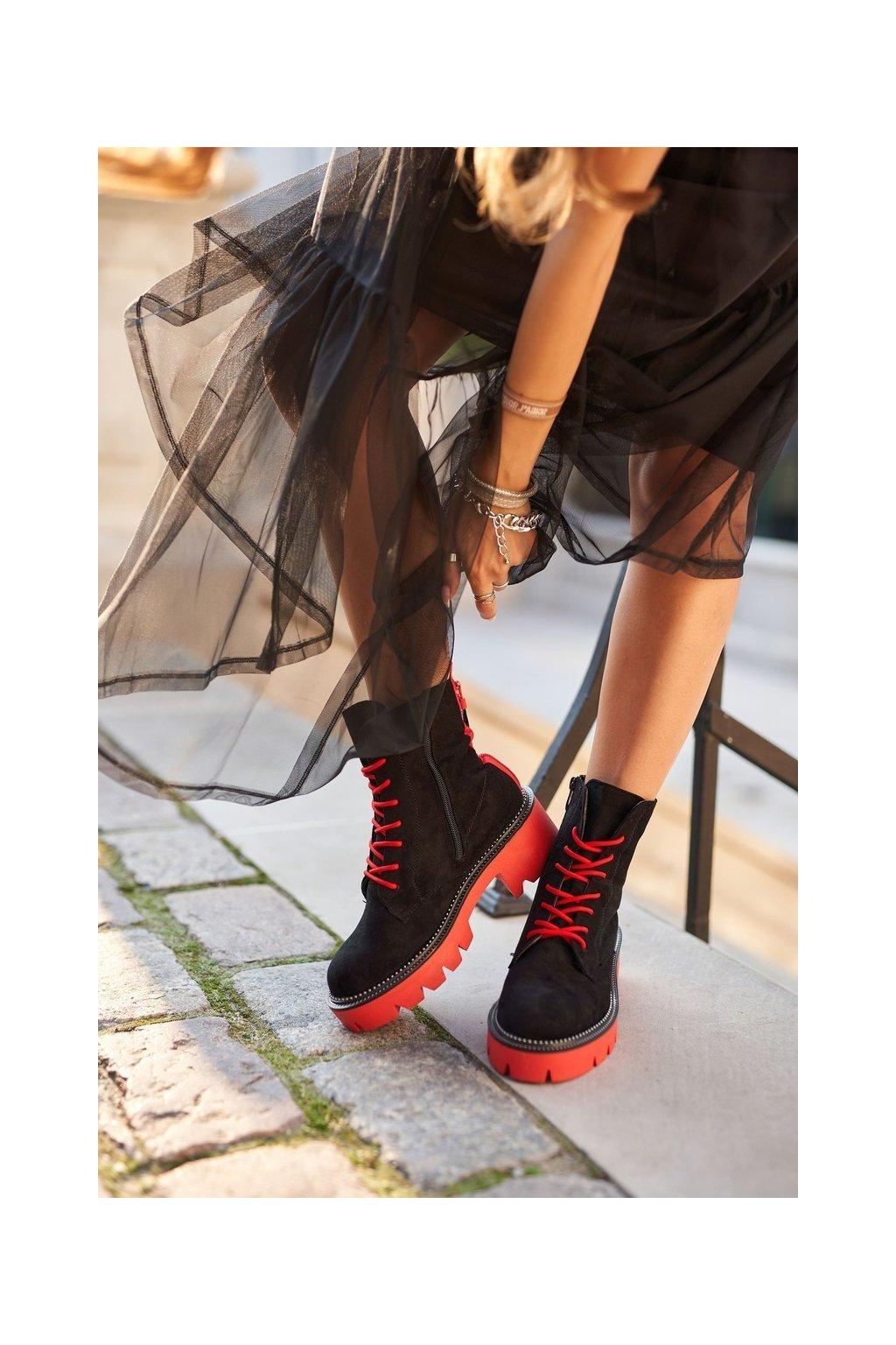 Členkové topánky na podpätku farba čierna kód obuvi UK13 BLK/RED