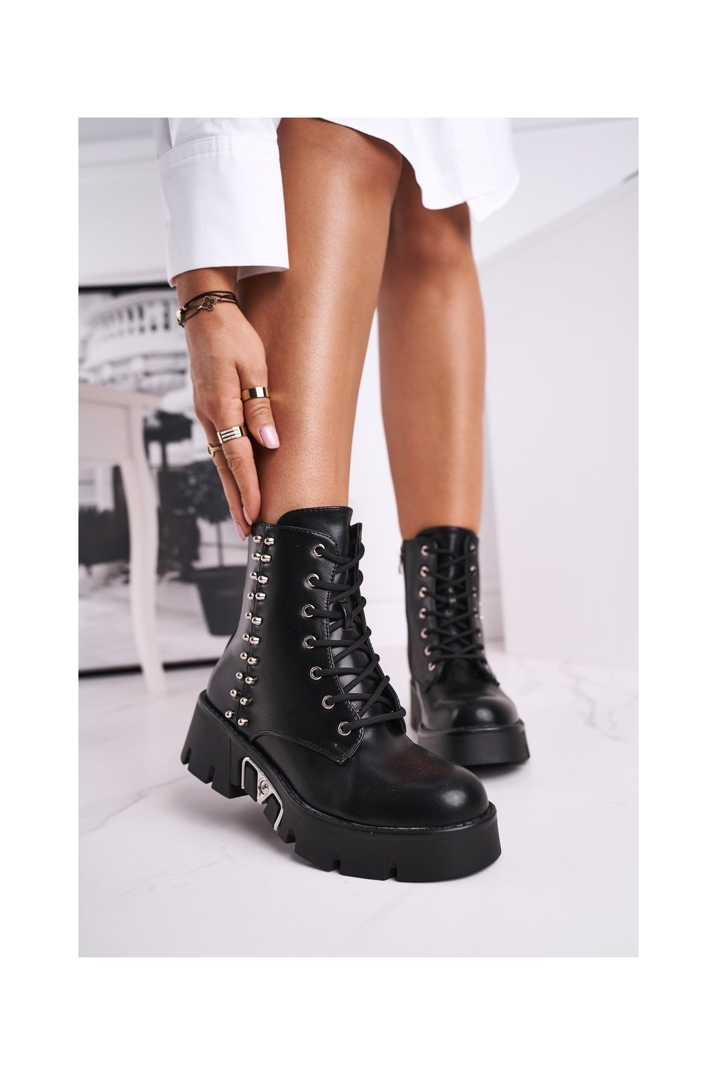 Členkové topánky na podpätku farba čierna kód obuvi LA-159 BLK