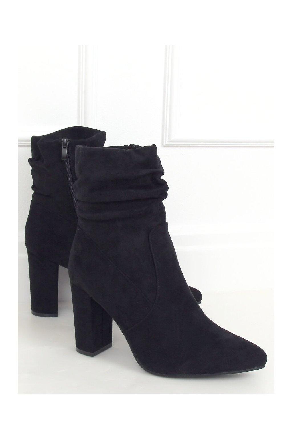 Dámske členkové topánky čierne na stĺpovom podpätku WS005