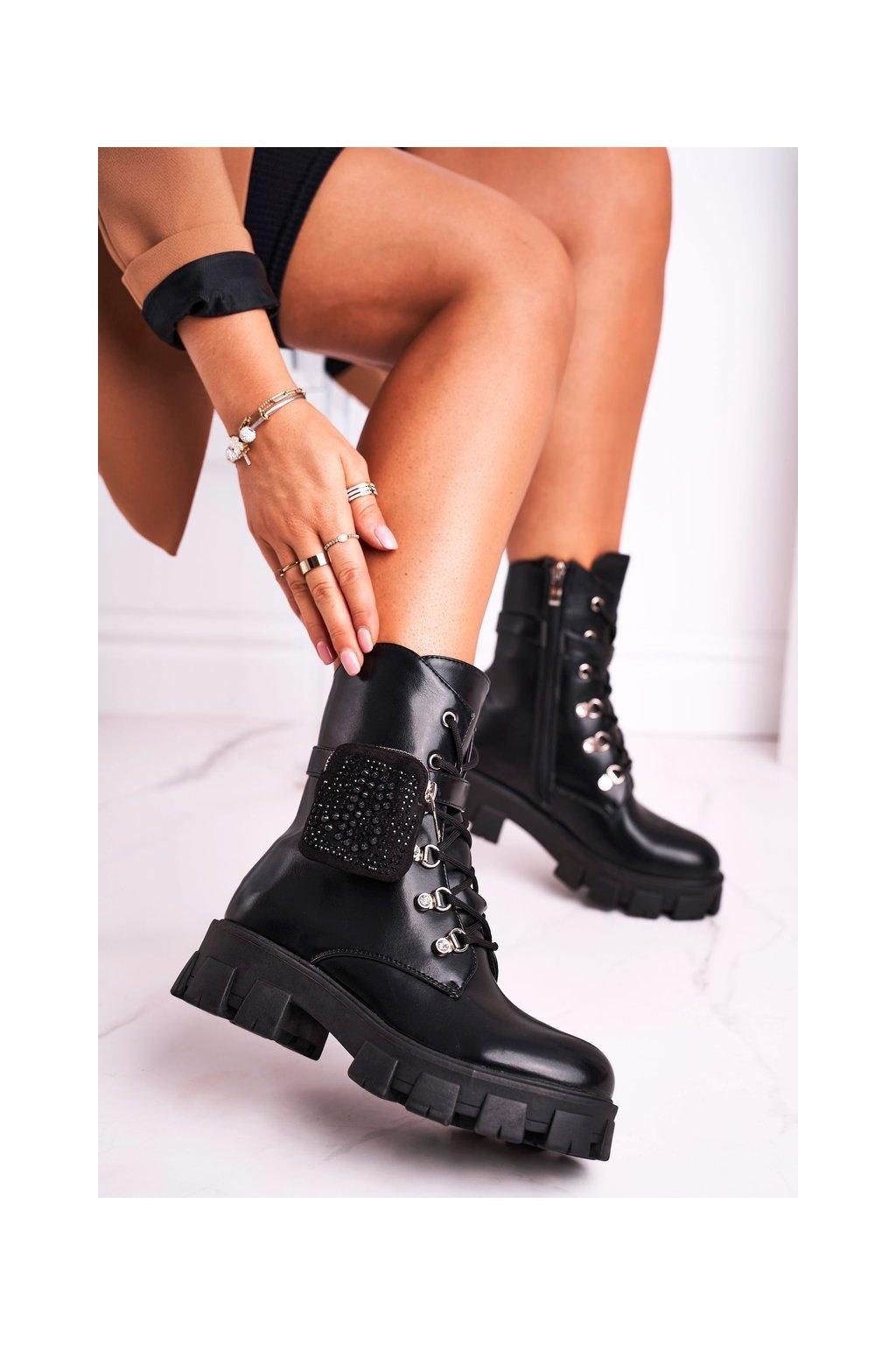 Členkové topánky na podpätku farba čierna kód obuvi C-136 BLK