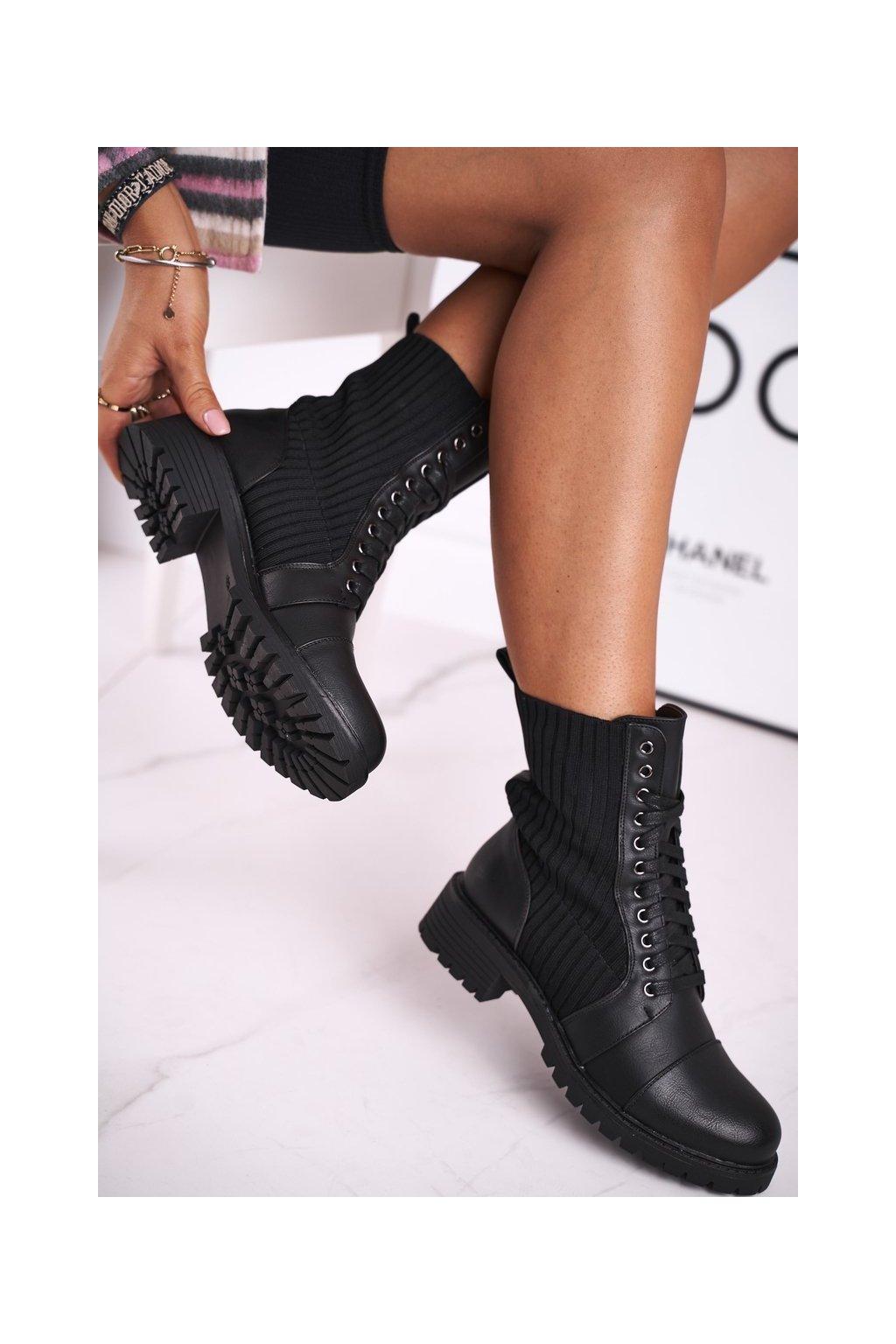 Členkové topánky na podpätku farba čierna kód obuvi ZT010 BLK