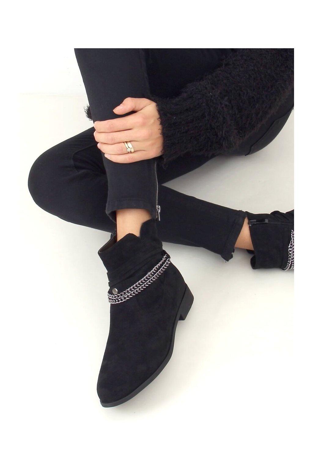 Dámske členkové topánky čierne na plochom podpätku 688-201