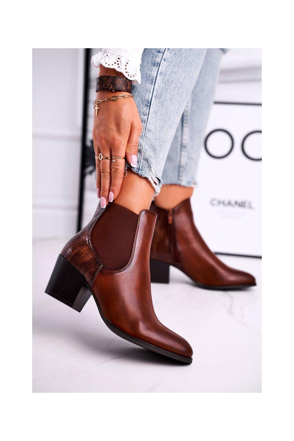Členkové topánky na podpätku farba hnedá kód obuvi BT613 BROWN PU