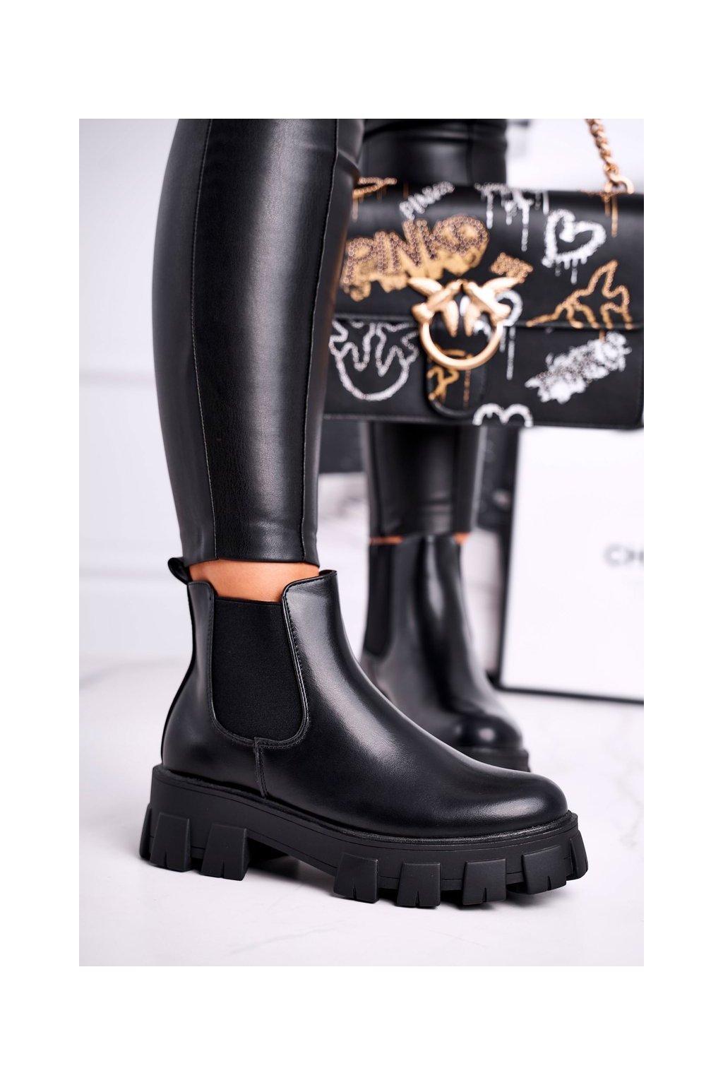 Členkové topánky na podpätku farba čierna kód obuvi NC1085 BLK