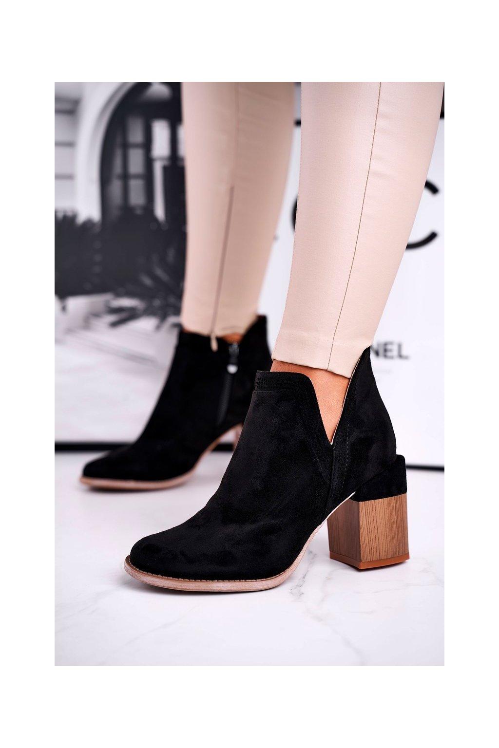 Členkové topánky na podpätku farba čierna kód obuvi A5705 BLK