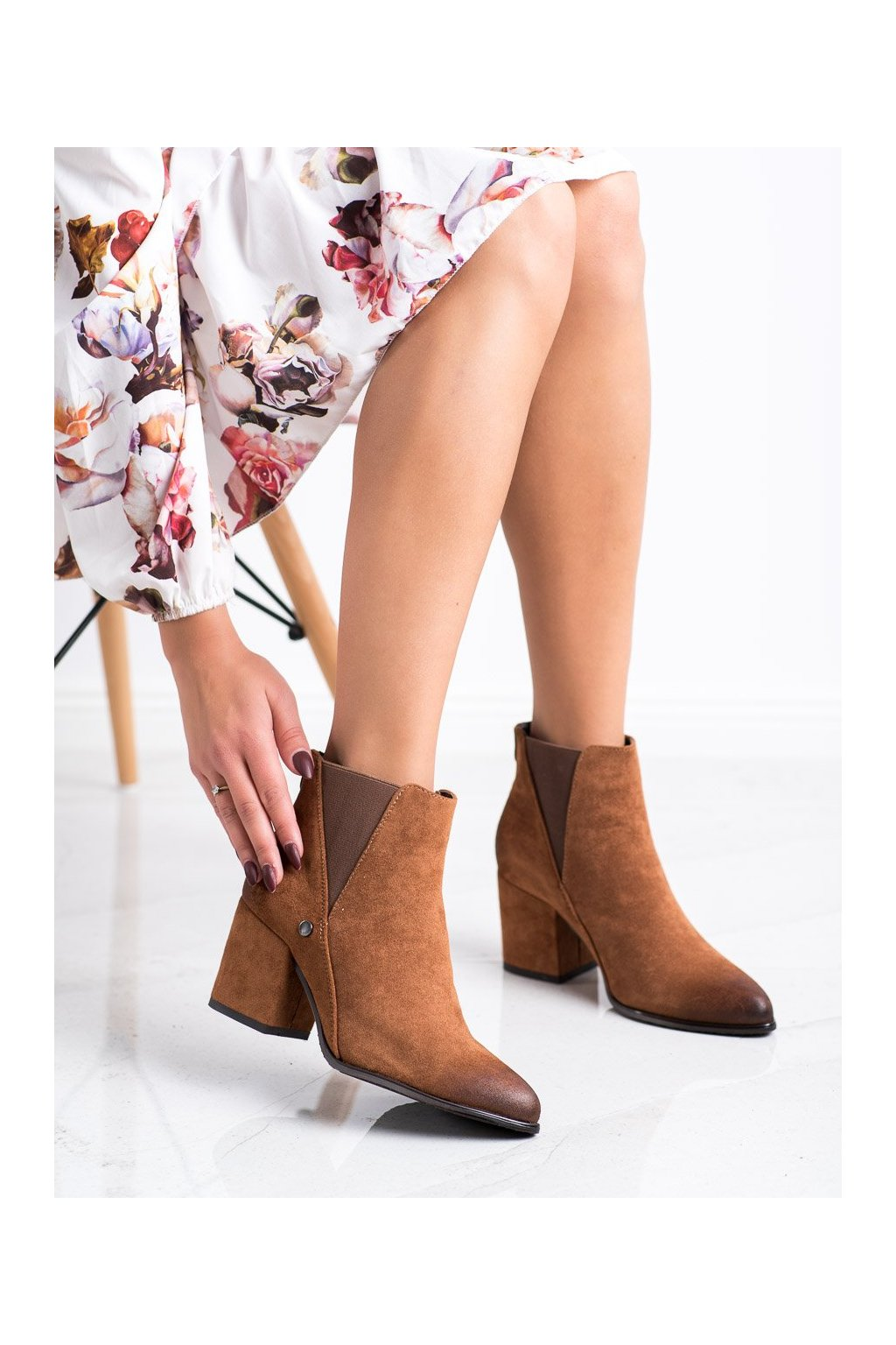Hnedé dámske topánky Vinceza kod XY21-10560C