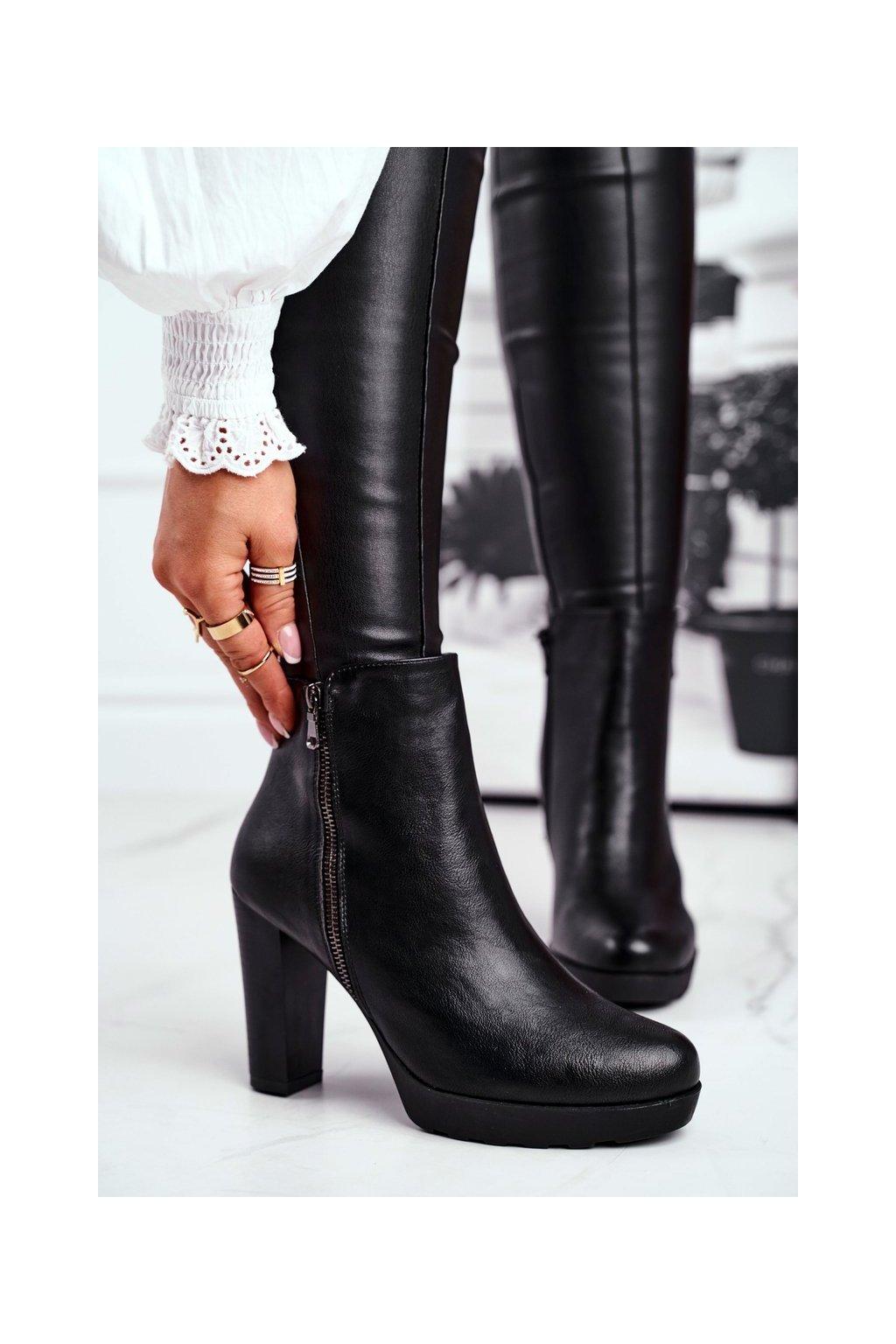 Členkové topánky na podpätku farba čierna kód obuvi J19-53 BLK