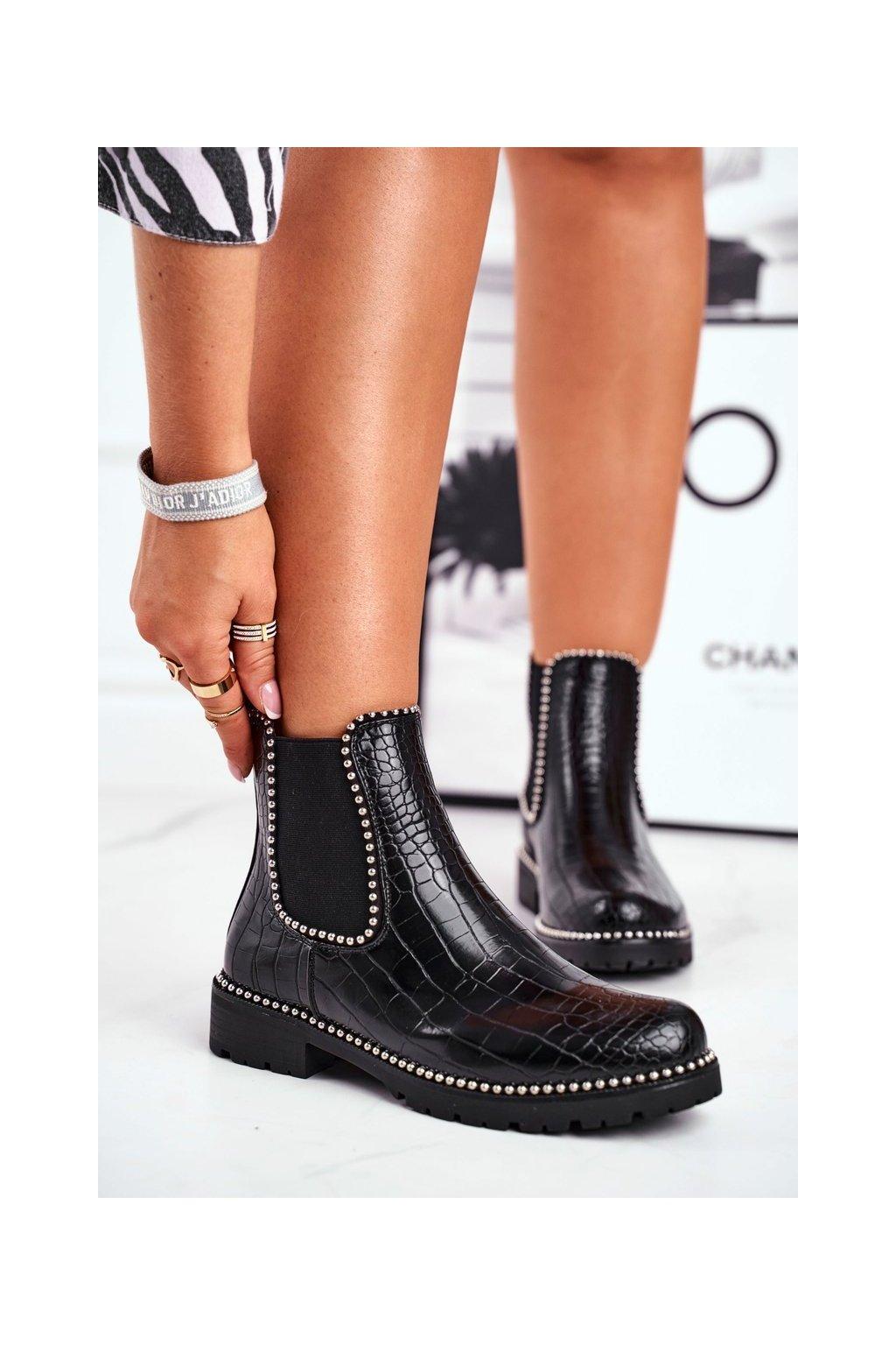 Členkové topánky na podpätku farba čierna kód obuvi CLS-80 BLK