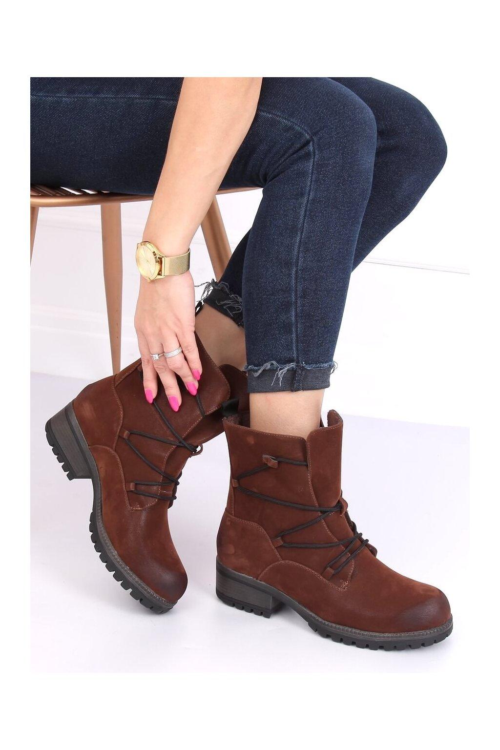 Dámske členkové topánky hnedé na širokom podpätku K1936104