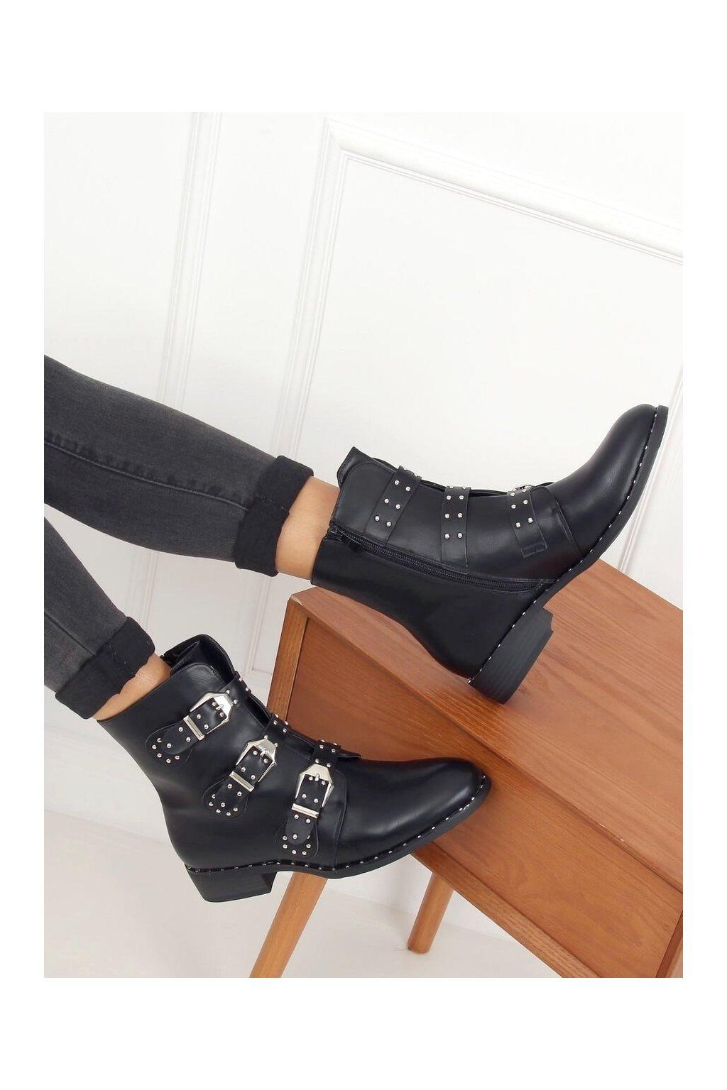 Dámske členkové topánky čierne na plochom podpätku HX502