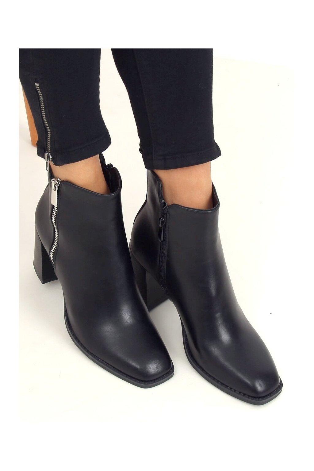 Dámske členkové topánky čierne na širokom podpätku 8373-GA