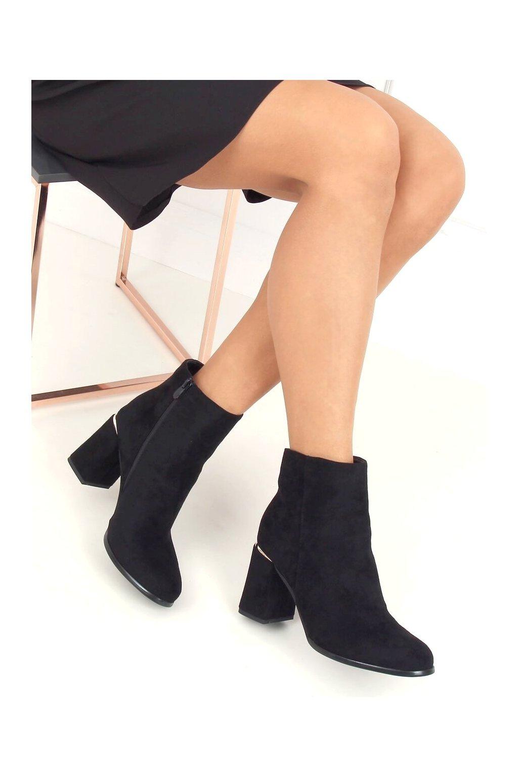 Dámske členkové topánky čierne na širokom podpätku 6053