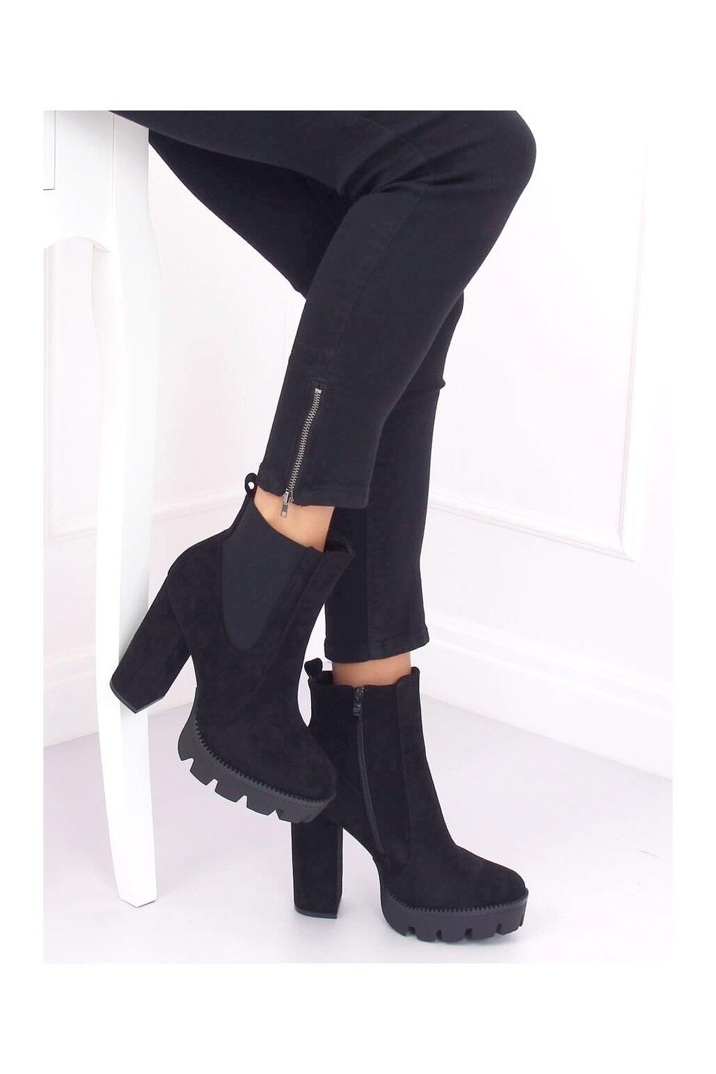 Dámske členkové topánky čierne na širokom podpätku DA30P