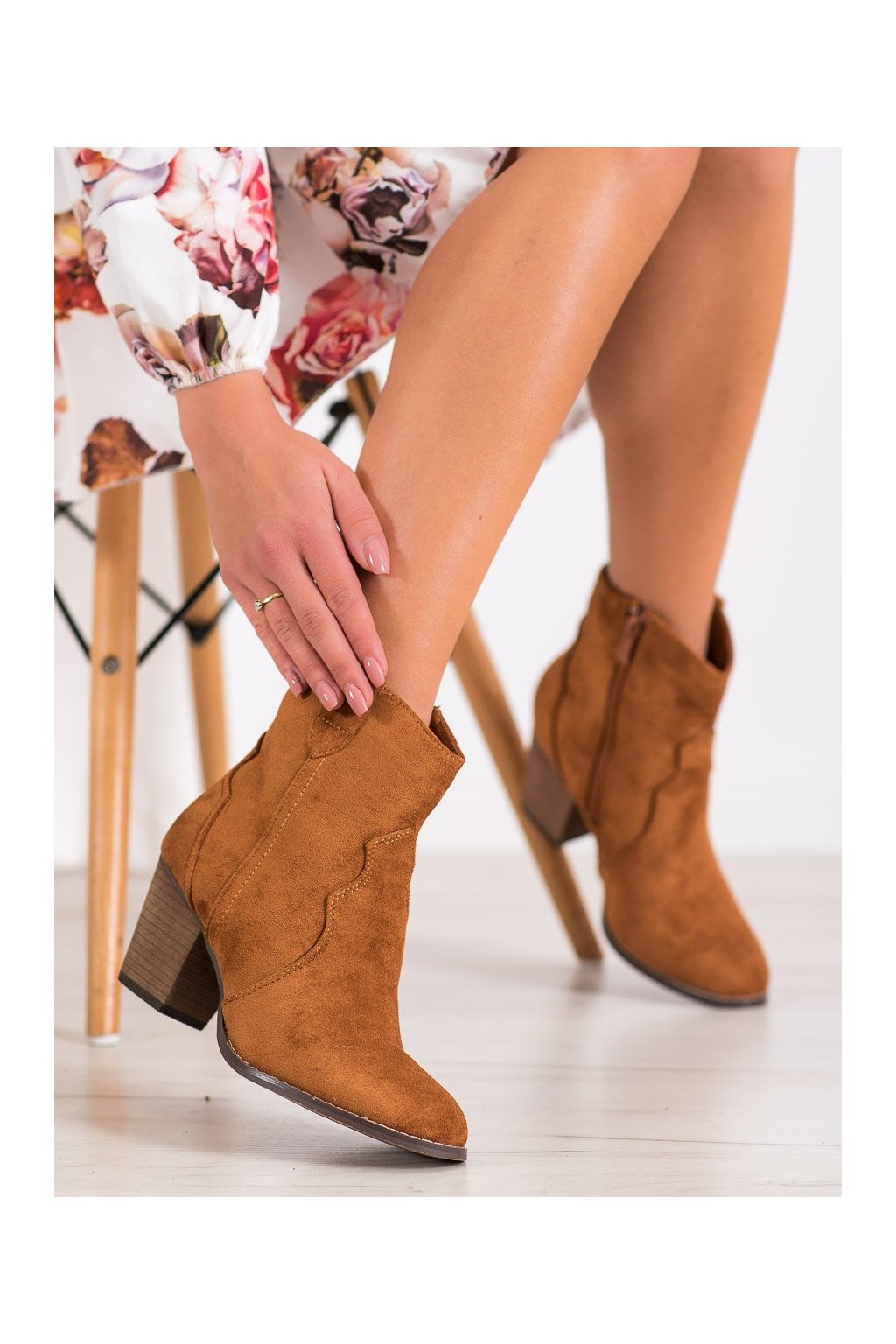 Hnedé dámske topánky Bestelle kod 100-975C