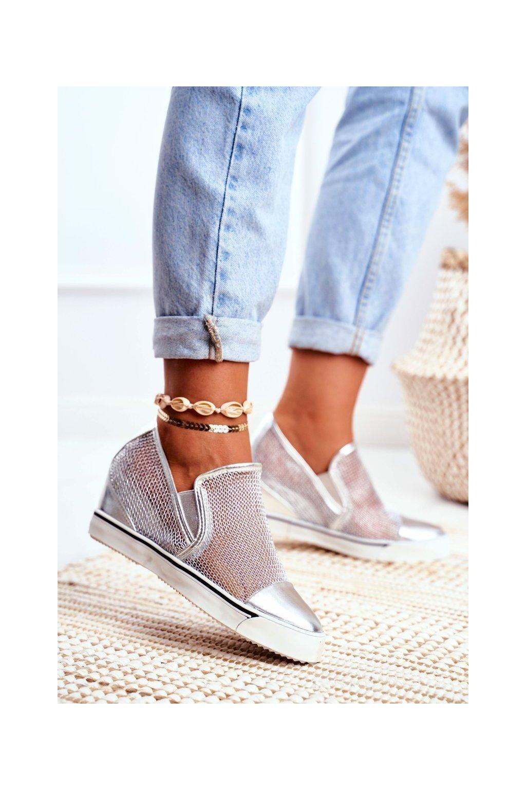 Dámske tenisky farba sivá kód obuvi XW36233 SILVER PU