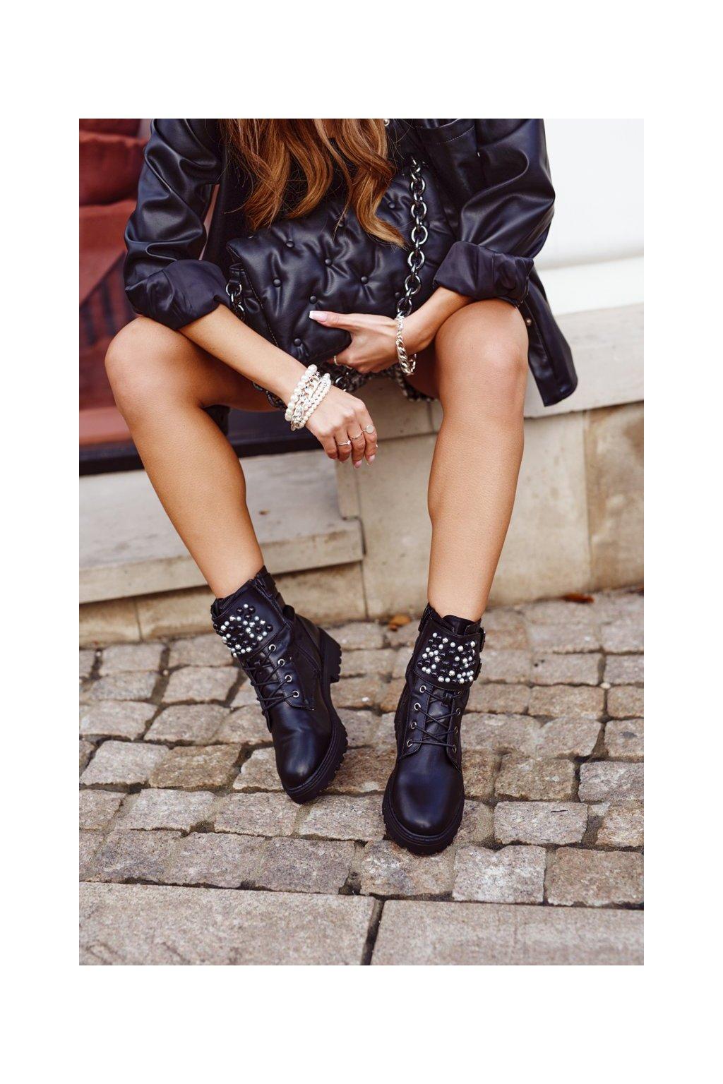 Členkové topánky na podpätku farba čierna kód obuvi C761 BLK