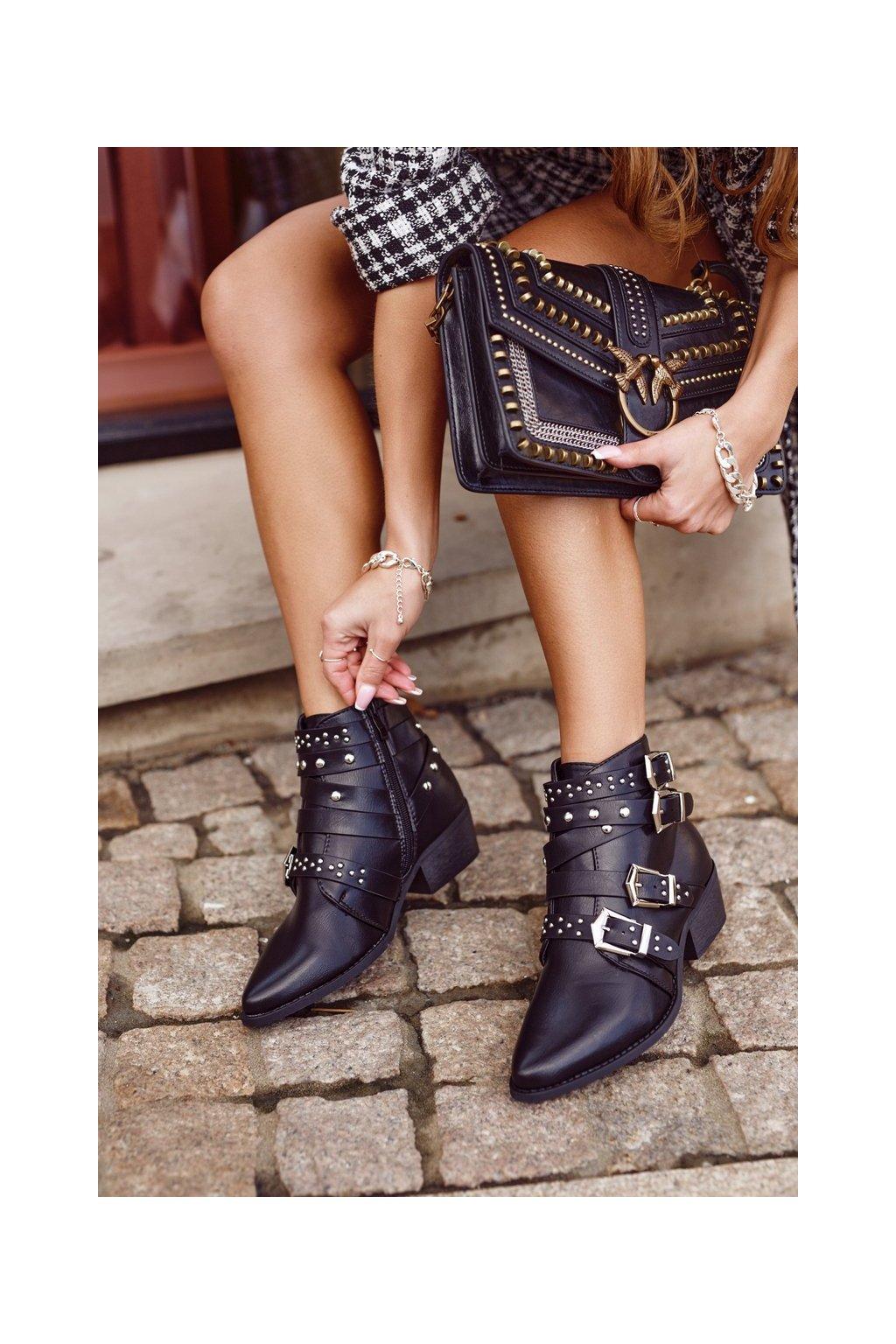 Členkové topánky na podpätku farba čierna kód obuvi CK568 BLK
