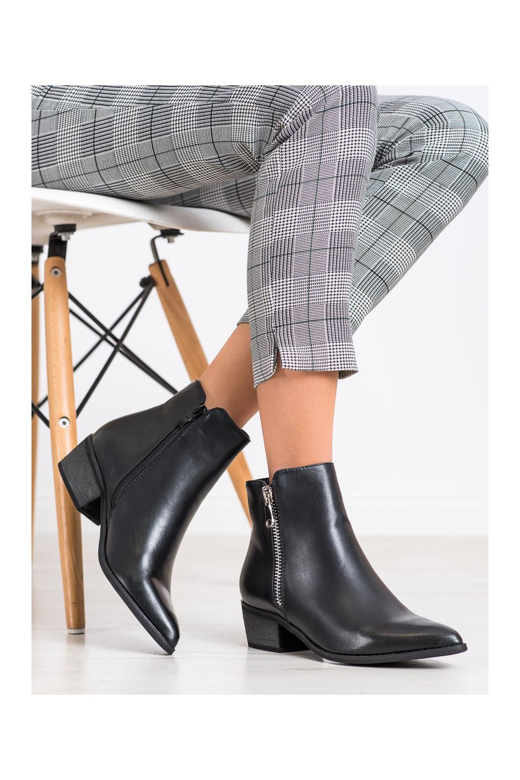 Čierne dámske topánky Queentina kod BJ1565B