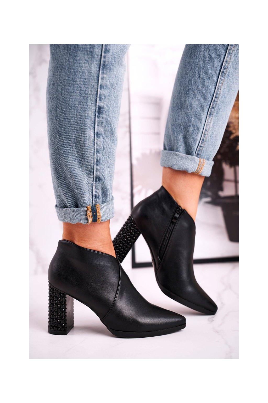 Členkové topánky na podpätku farba čierna kód obuvi BT497 BLK PU