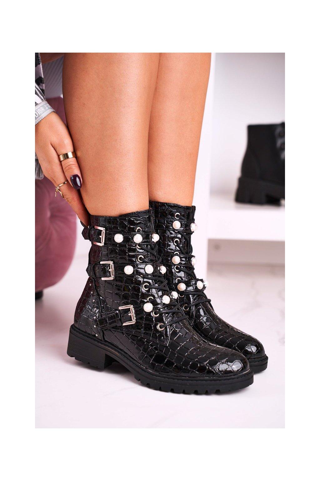 Členkové topánky na podpätku farba čierna kód obuvi SP79 BLK