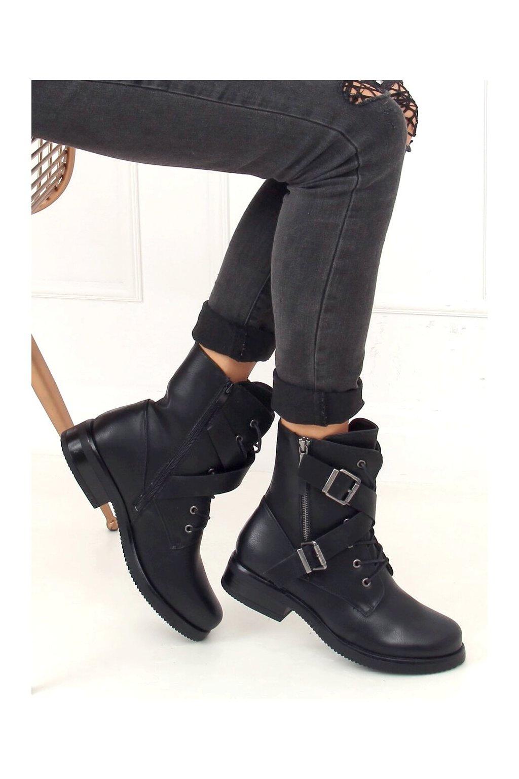 Dámske členkové topánky čierne na plochom podpätku 88041